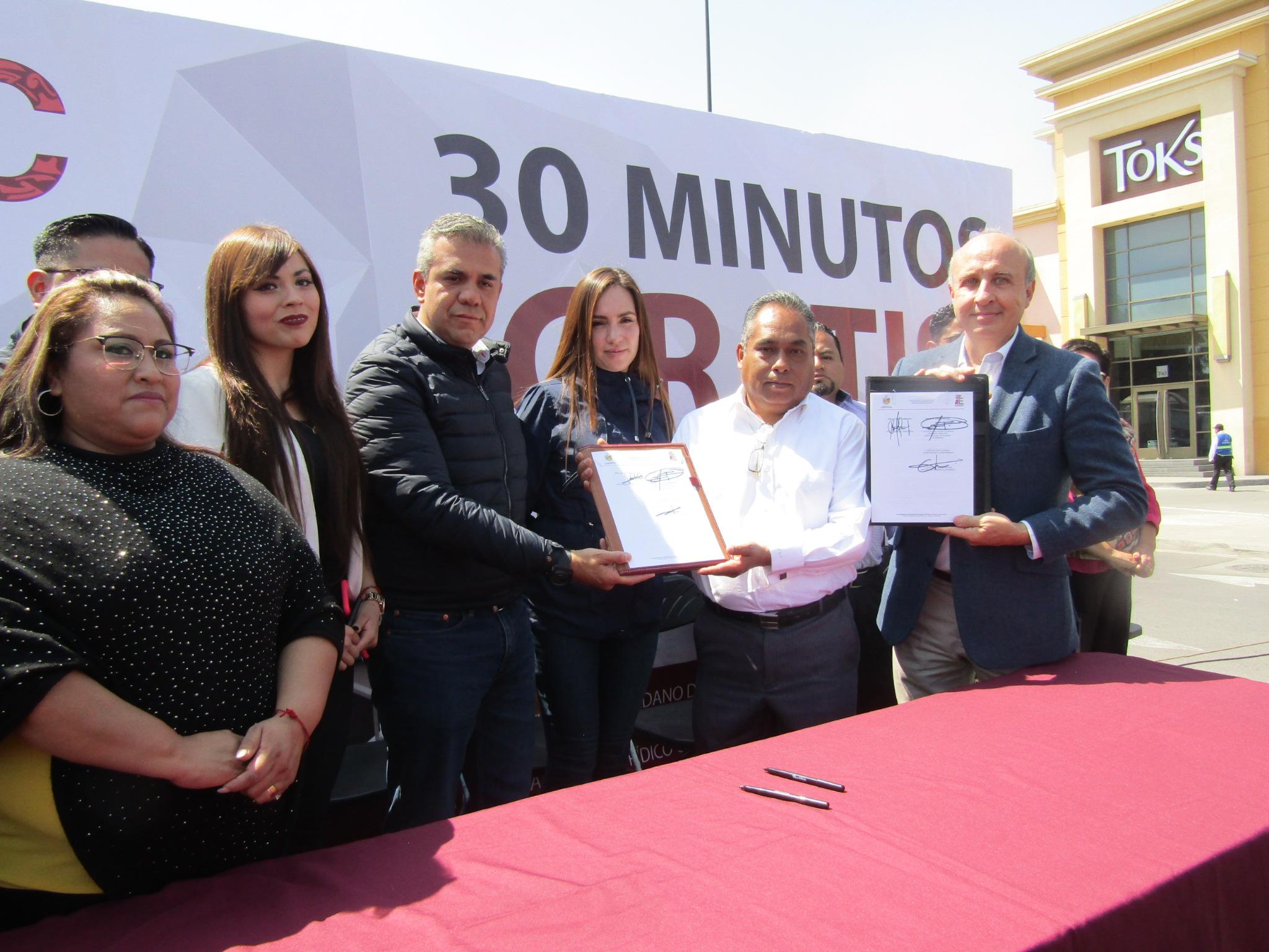 A partir de hoy plazas comerciales de Ecatepec otorgan 30 minutos gratis de estacionamiento a sus clientes.