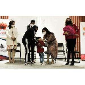 Entrega Paty Durán Kits de protección a Mujeres víctimas de violencia.